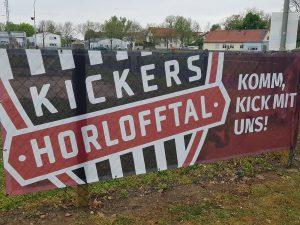 Das erste Kickersbanner hängt......